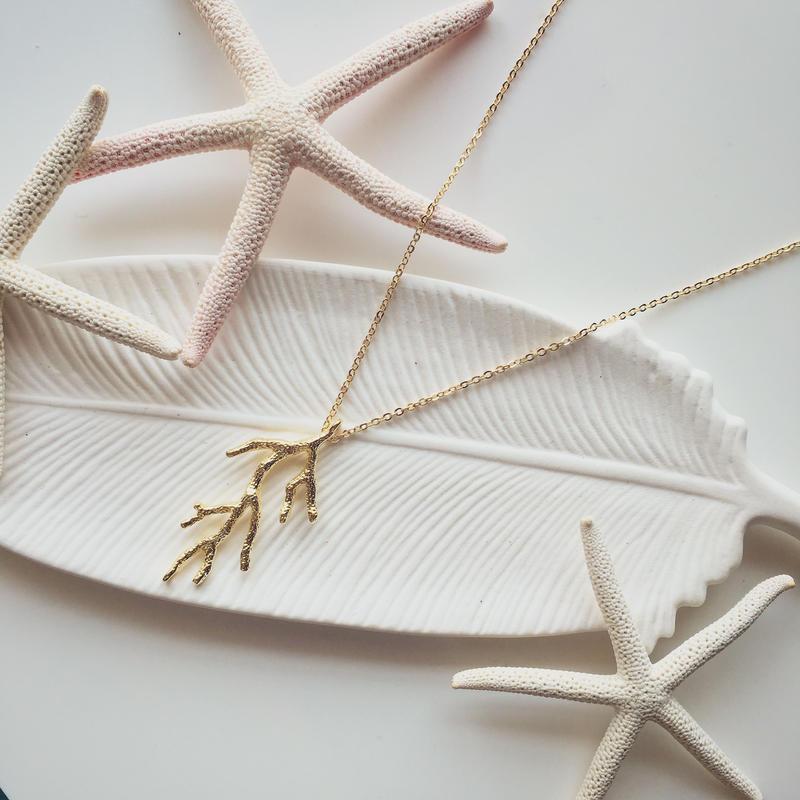 サンゴのネックレス