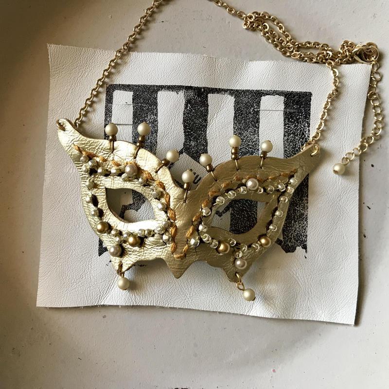 仮面ネックレス〈ゴールド〉