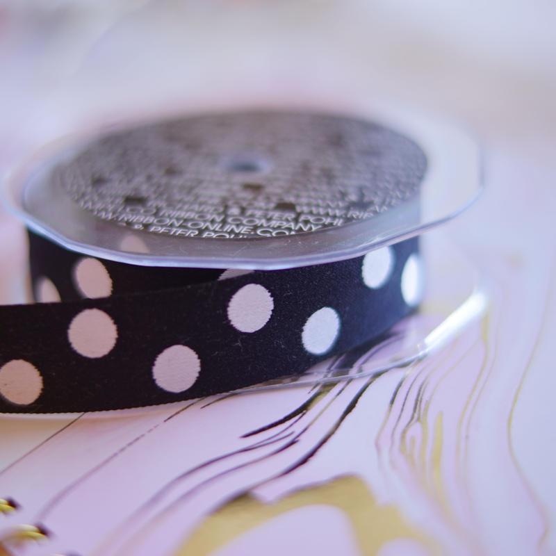 black&white dots ribbon