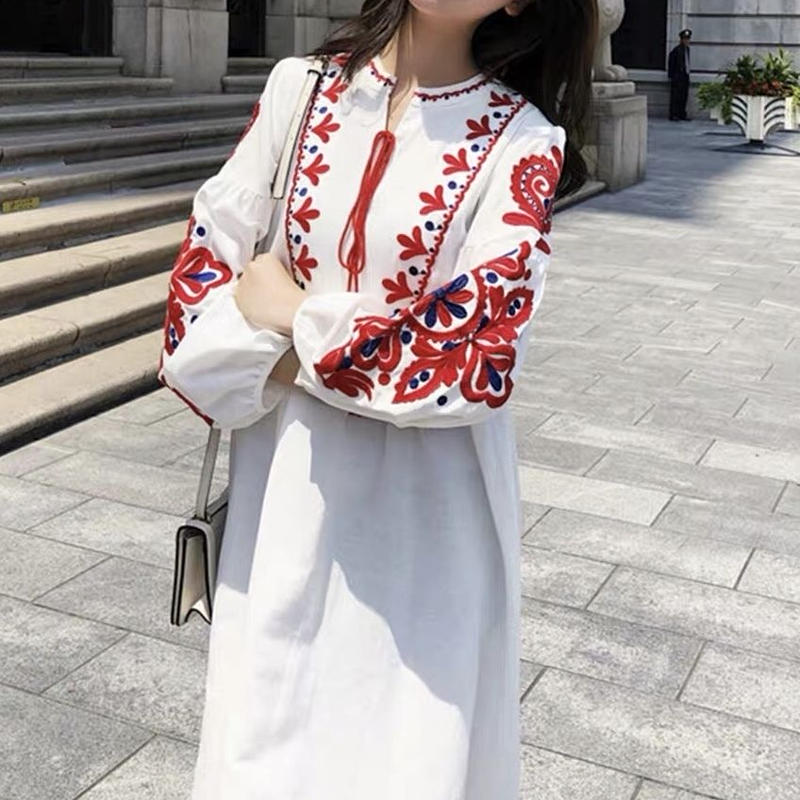 ホワイト マキシワンピース 綿麻 刺繍 ボヘミアン風 リゾート 透け感