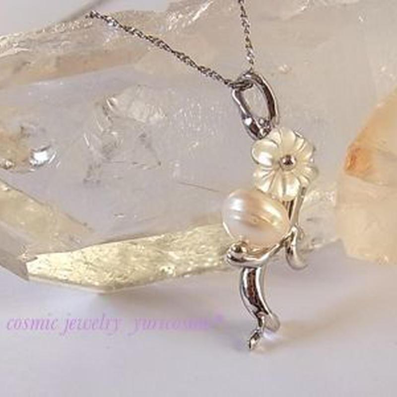 白蝶貝と淡水パールのシルバーネックレス