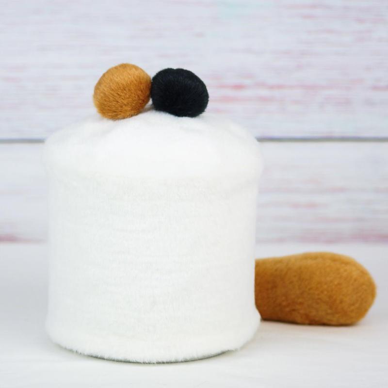 ペット用骨壺カバー / サイズ:4寸 / ベース:白 / ボンボン:ブラウン・黒 / しっぽ:ブラウン(S133)
