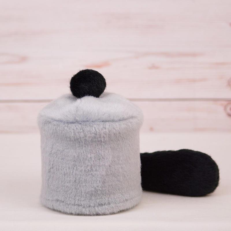 ペット用骨壺カバー / サイズ:3寸 / ベース:グレー / ボンボン:黒 / しっぽ:黒(S027)