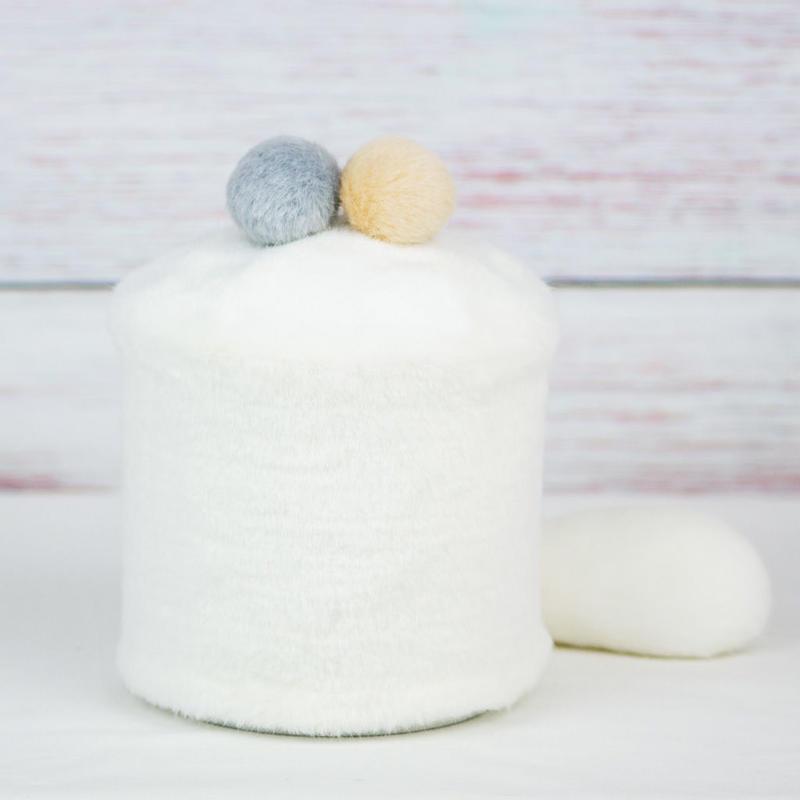 ペット用骨壺カバー / サイズ:4寸 / ベース:白 / ボンボン:クリーム・グレー / しっぽ:白(S141)