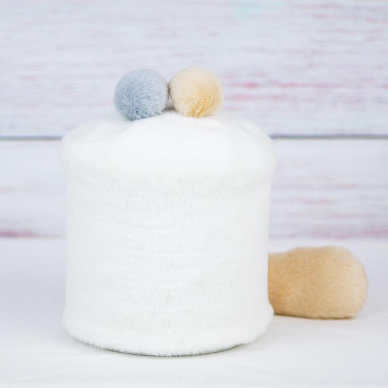 ペット用骨壺カバー / サイズ:4寸 / ベース:白 / ボンボン:クリーム・グレー / しっぽ:クリーム(S140)