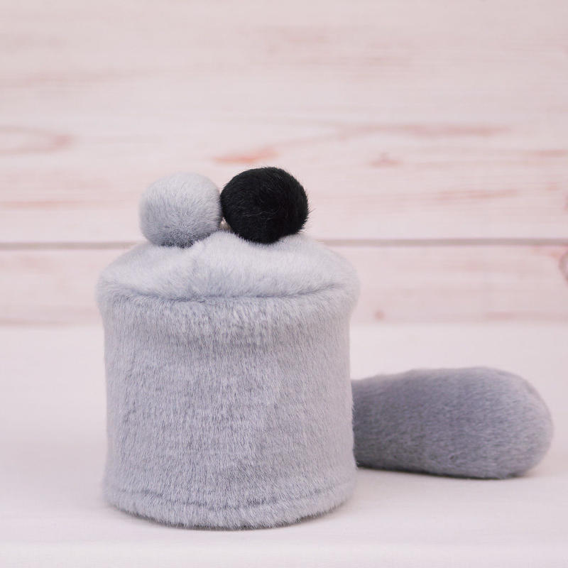 ペット用骨壺カバー / サイズ:3寸 / ベース:グレー / ボンボン:グレー・黒 / しっぽ:グレー(S028)