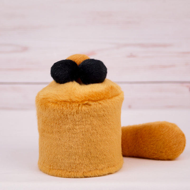 ペット用骨壺カバー / サイズ:3寸 / ベース:ブラウン / ボンボン:ブラウン・黒・黒 / しっぽ:ブラウン(S048)