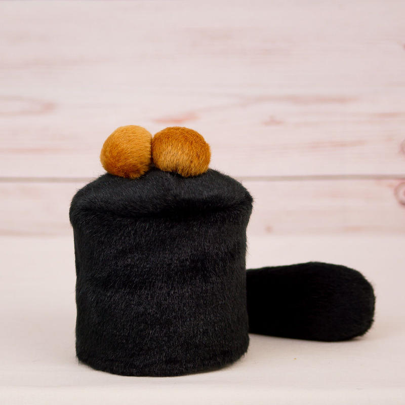 ペット用骨壺カバー / サイズ:3寸 / ベース:黒 / ボンボン:ブラウン・ブラウン / しっぽ:黒(S076)