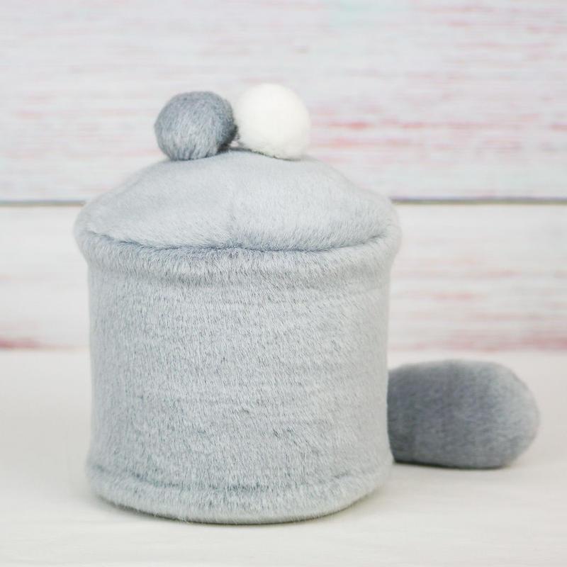 ペット用骨壺カバー / サイズ:4寸 / ベース:グレー / ボンボン:白・グレー / しっぽ:グレー(S162)