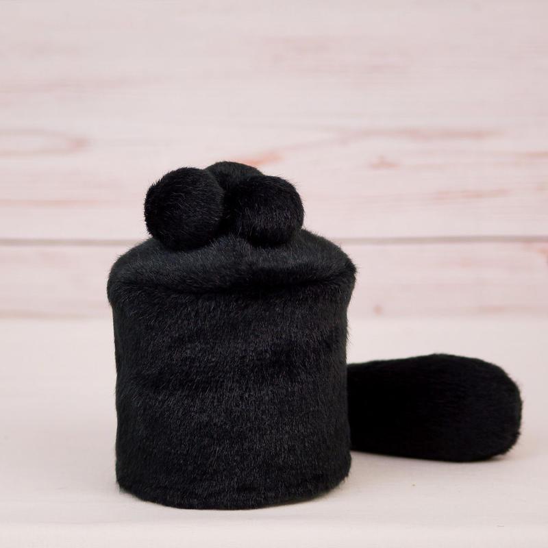 ペット用骨壺カバー / サイズ:3寸 / ベース:黒 / ボンボン:黒・黒・黒 / しっぽ:黒(S077)