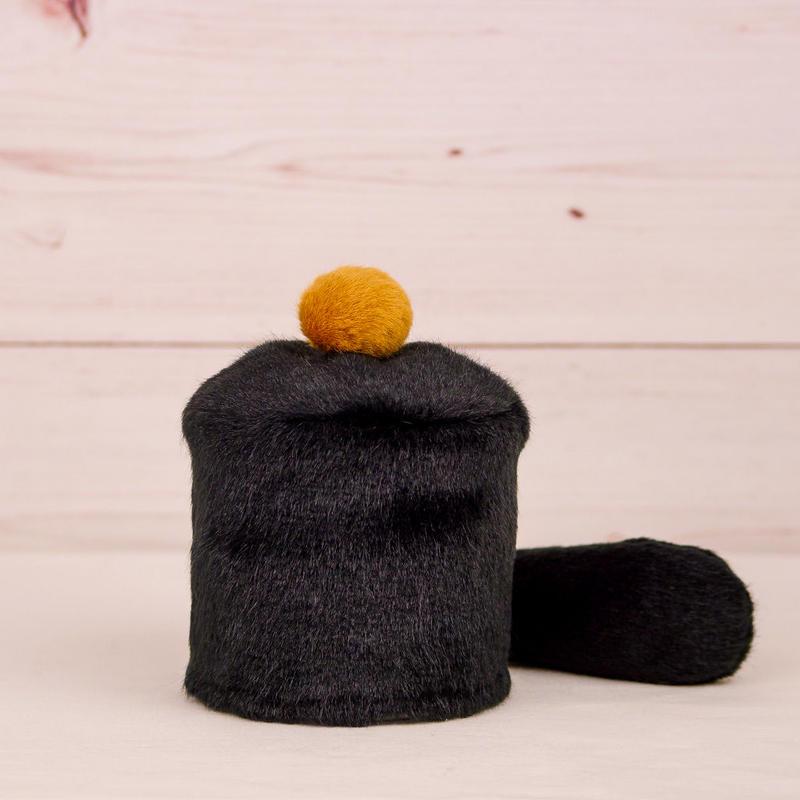 ペット用骨壺カバー / サイズ:3寸 / ベース:黒 / ボンボン:ブラウン / しっぽ:黒(S068)