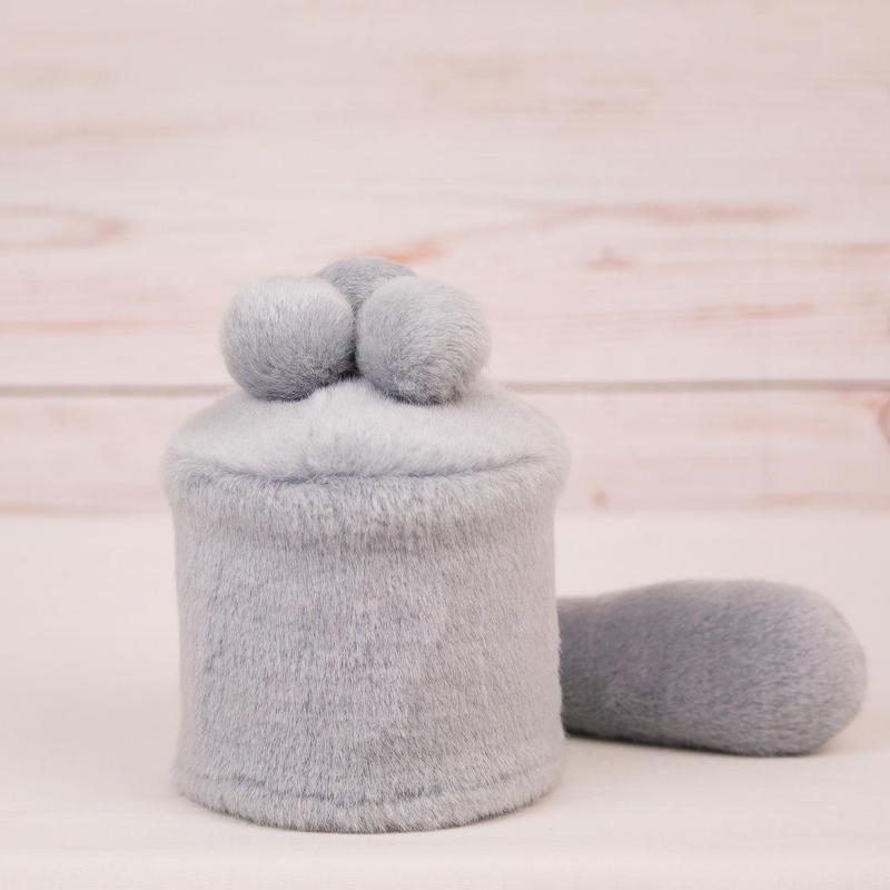 ペット用骨壺カバー / サイズ:3寸 / ベース:グレー / ボンボン:グレー・グレー・グレー / しっぽ:グレー(S038)