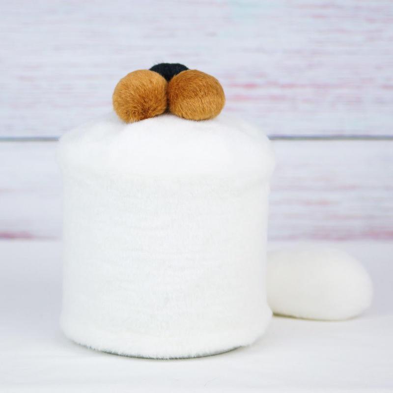 ペット用骨壺カバー / サイズ:4寸 / ベース:白 / ボンボン:ブラウン・ブラウン・黒 / しっぽ:白(S129)