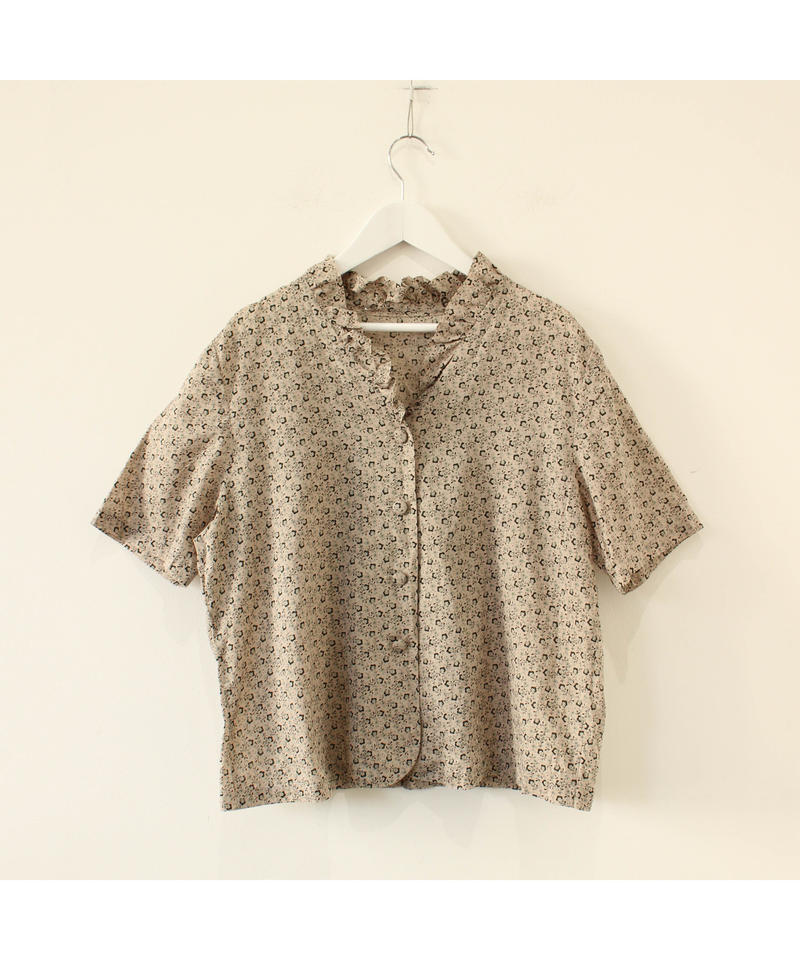 frill nocollar blouse