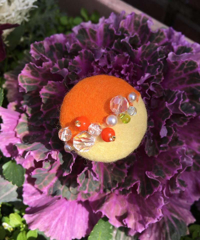 Clarabox  まるツートンのブローチ オレンジ