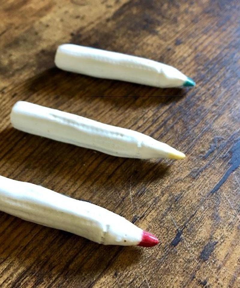 陶器の色鉛筆ブローチ