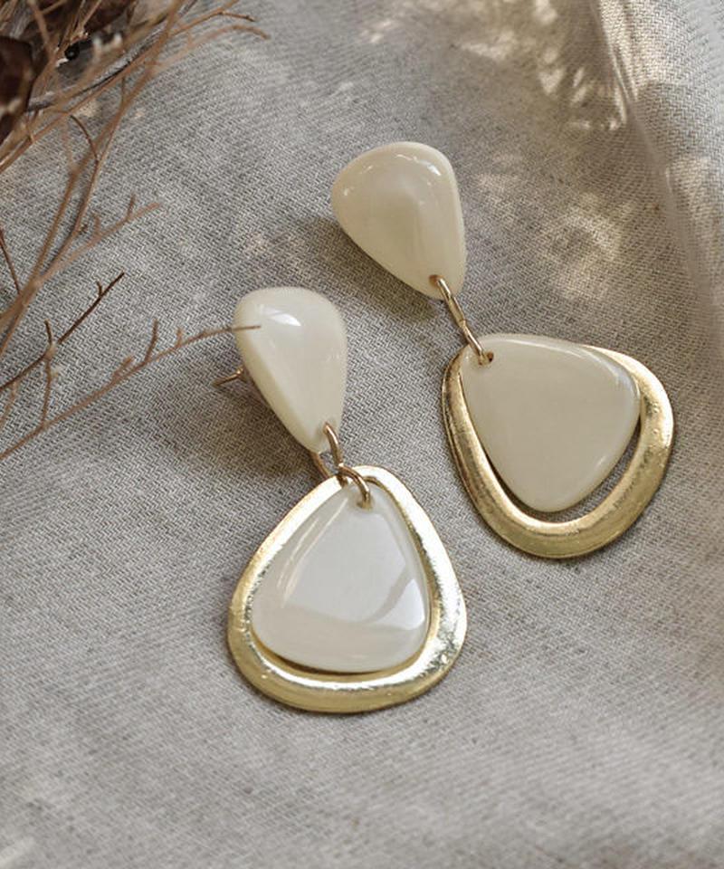 nh-pierce2-02245 ゴールド&アイボリー トライアングル スタッドピアス