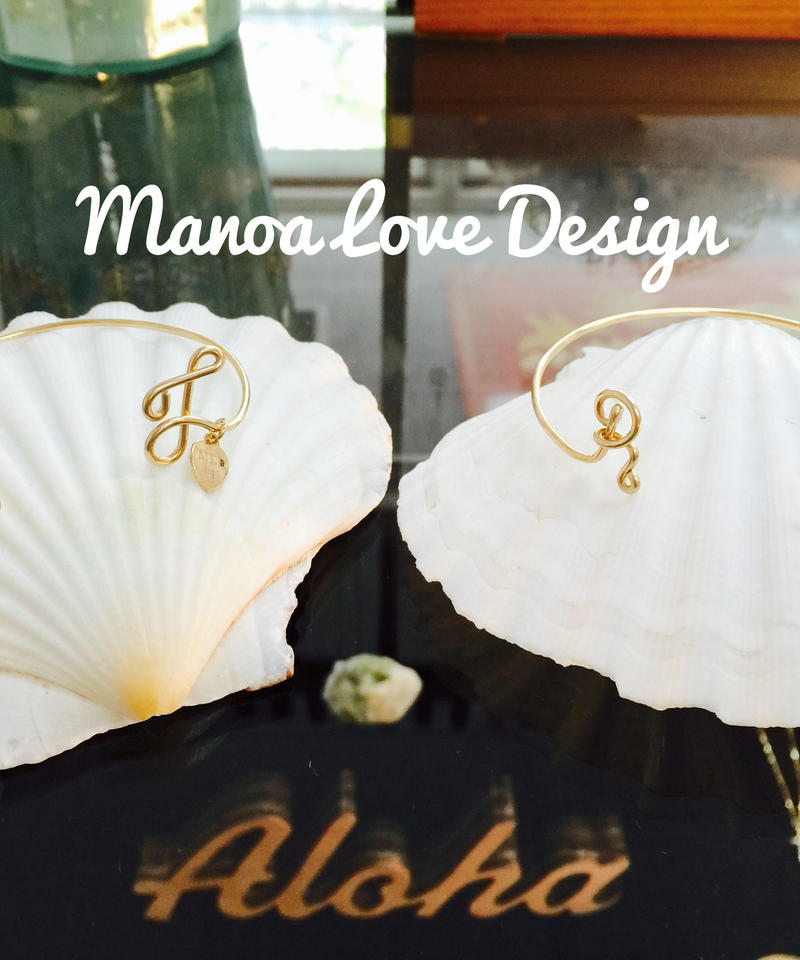 Manoa Love Design/Twoイニシャル カフブレスレット ($108)