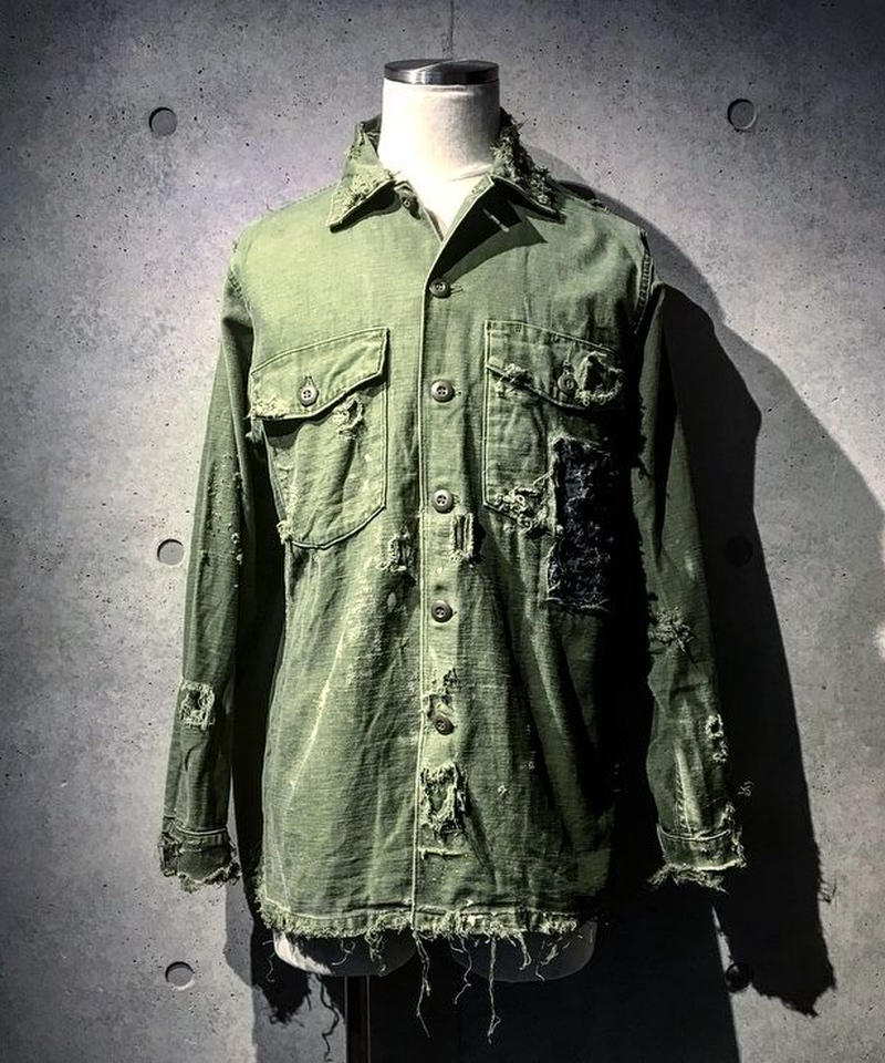 Different fabrics sewn hard damage military shirt(襤褸)