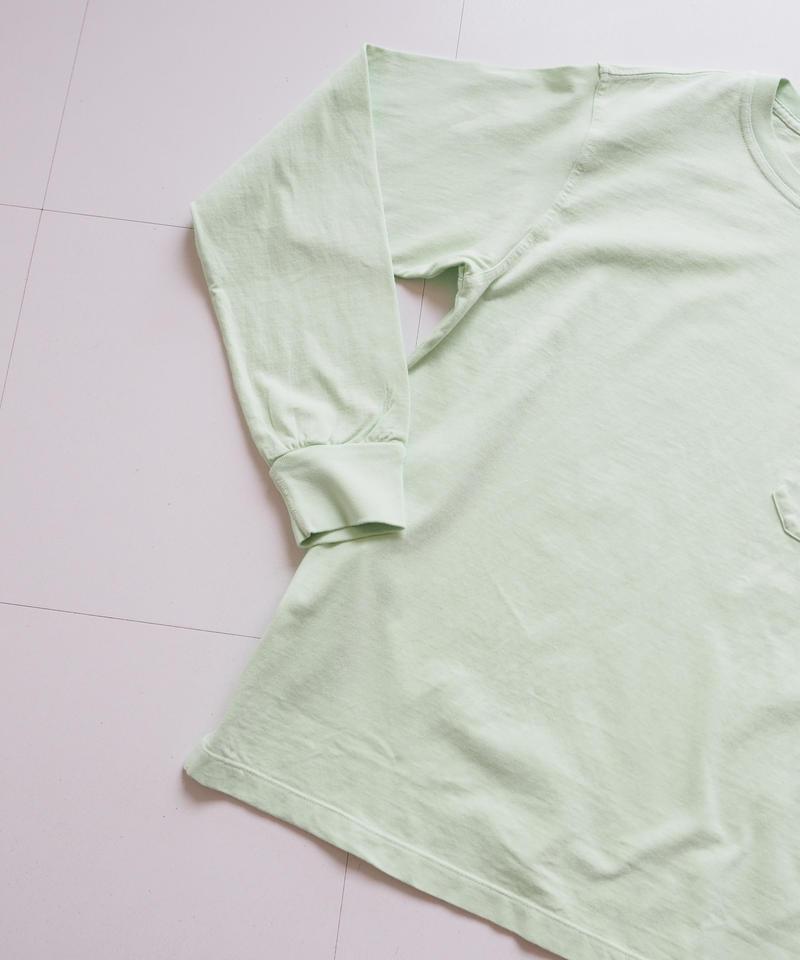 "UNUSED ""US1596 long-sleev e pocket t-shirt. "" light green women"