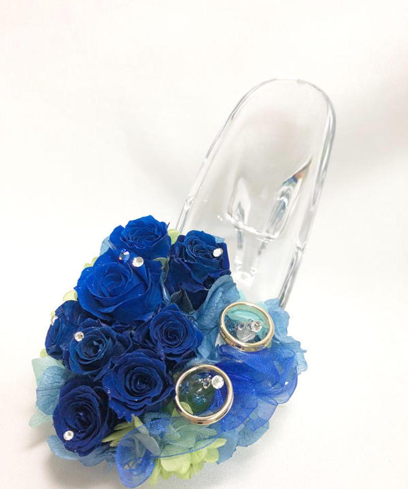 【プリザーブドフラワー/ガラスの靴リングピロー】深い深い青い薔薇が心に秘めたひそやかな想いにふんわりリボンを添えて