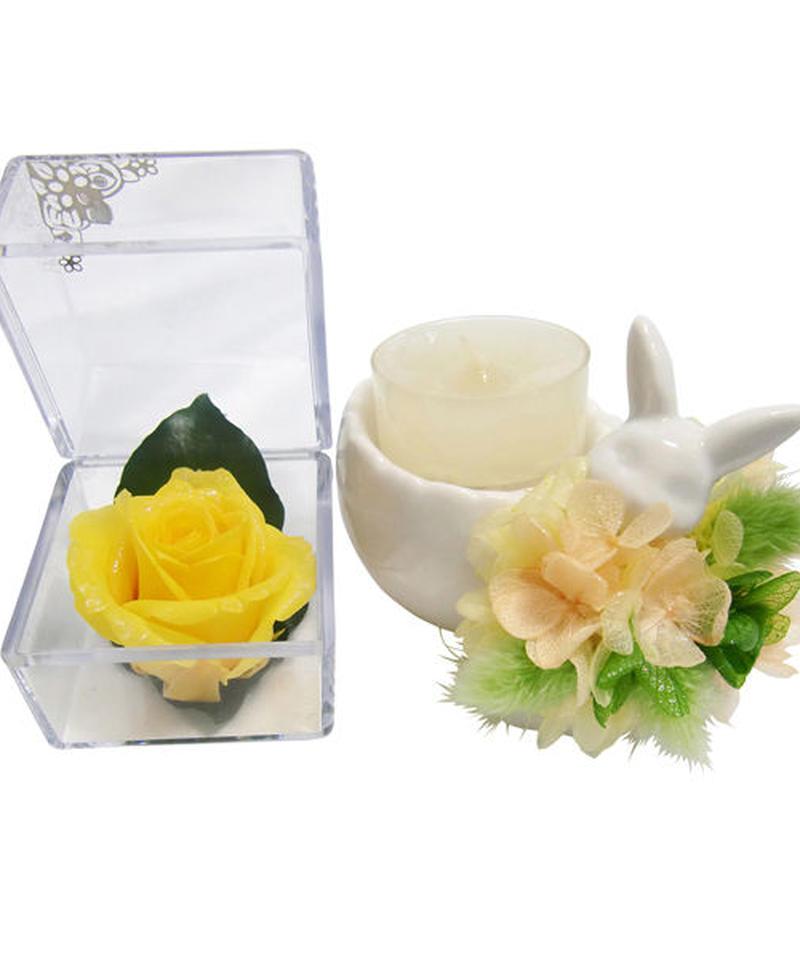 【プリザーブドフラワーお月様色した黄色い薔薇キューブとアロマキャンドルのギフトセット】紫陽花の洋服を着たのウサギさんからの贈り物【ラッピング付き】