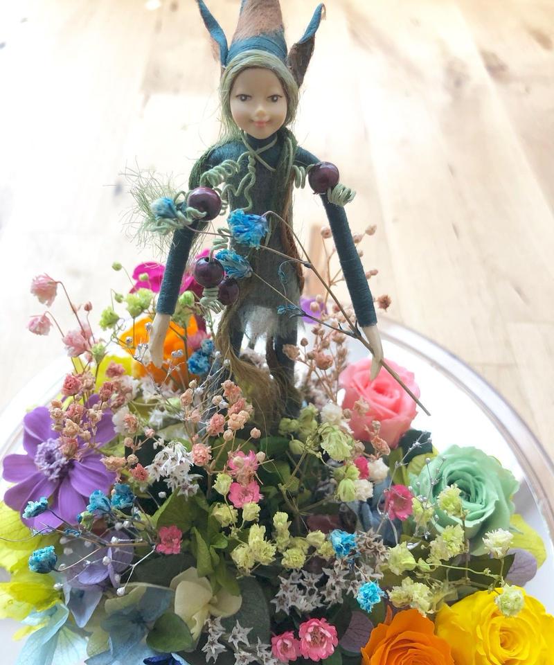 【プリザーブドフラワー/ドームの中で咲く魔法の花アレンジ】妖精の世界に咲く花たち