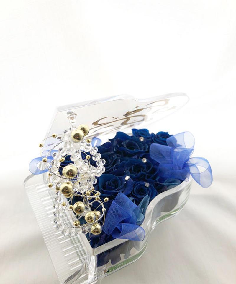 【プリザーブドフラワー/グランドピアノシリーズ】ビーズで飾ったグランドピアノに敷き詰められた青いバラの神秘