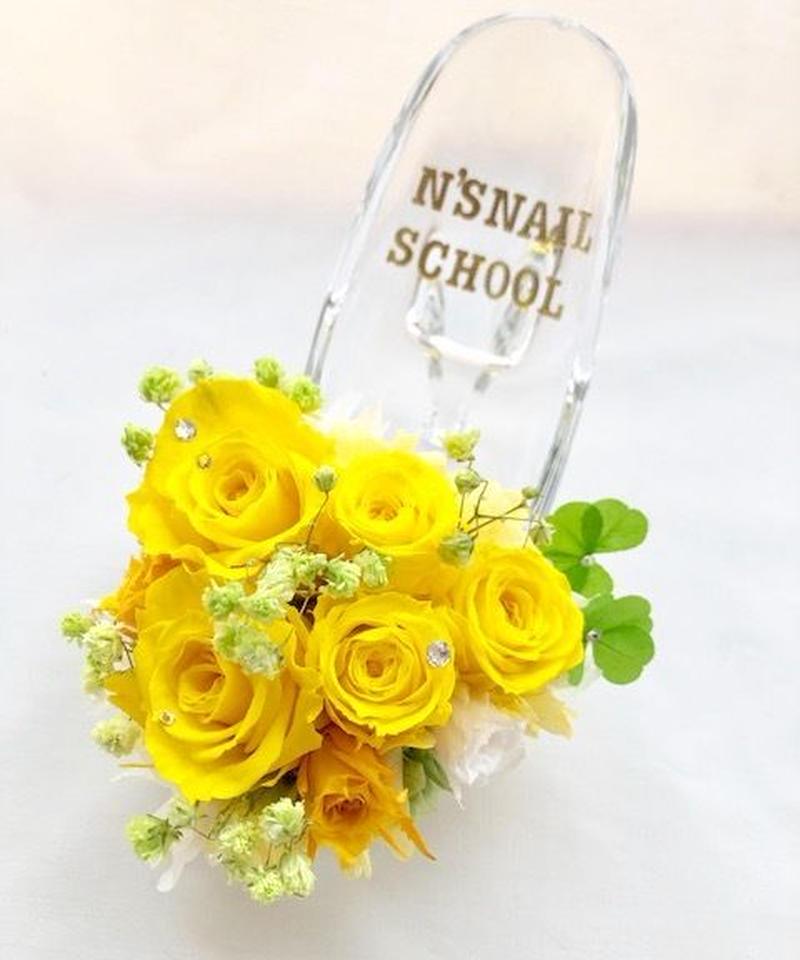【プリザーブドフラワー/ガラスの靴シリーズ】陽気な黄色の花園で見つけた幸運の四葉のクローバー
