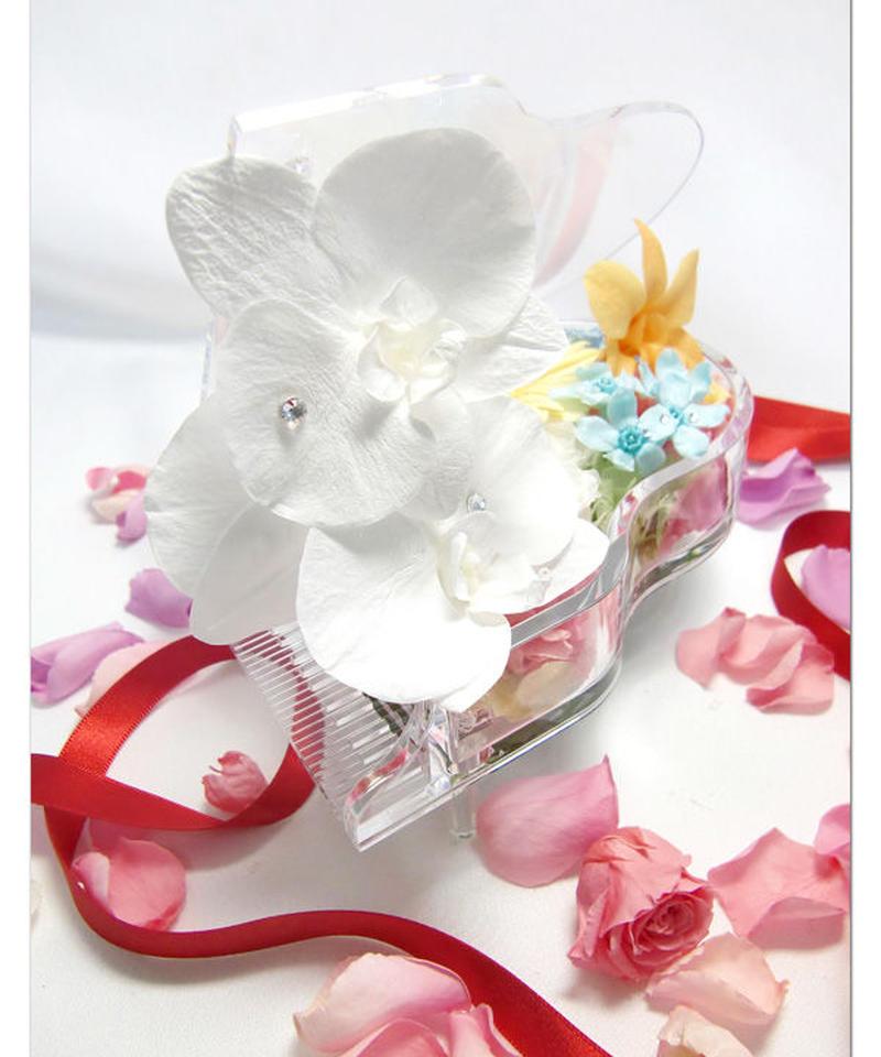 【プリザーブドフラワー/グランドピアノシリーズ】胡蝶蘭と明るいお花達のピアノから奏でる祝福のメロディー