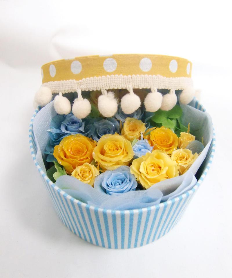 【布張りポンポンラウンドボックスにミ二薔薇と四ツ葉のクローバーの幸せを入れて/プリザーブドフラワー】