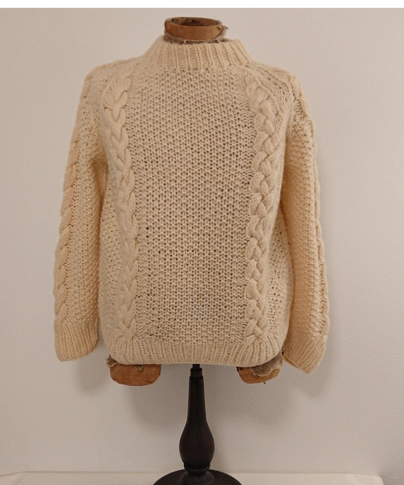 1980s  Wool Cable Knitting Sweater.