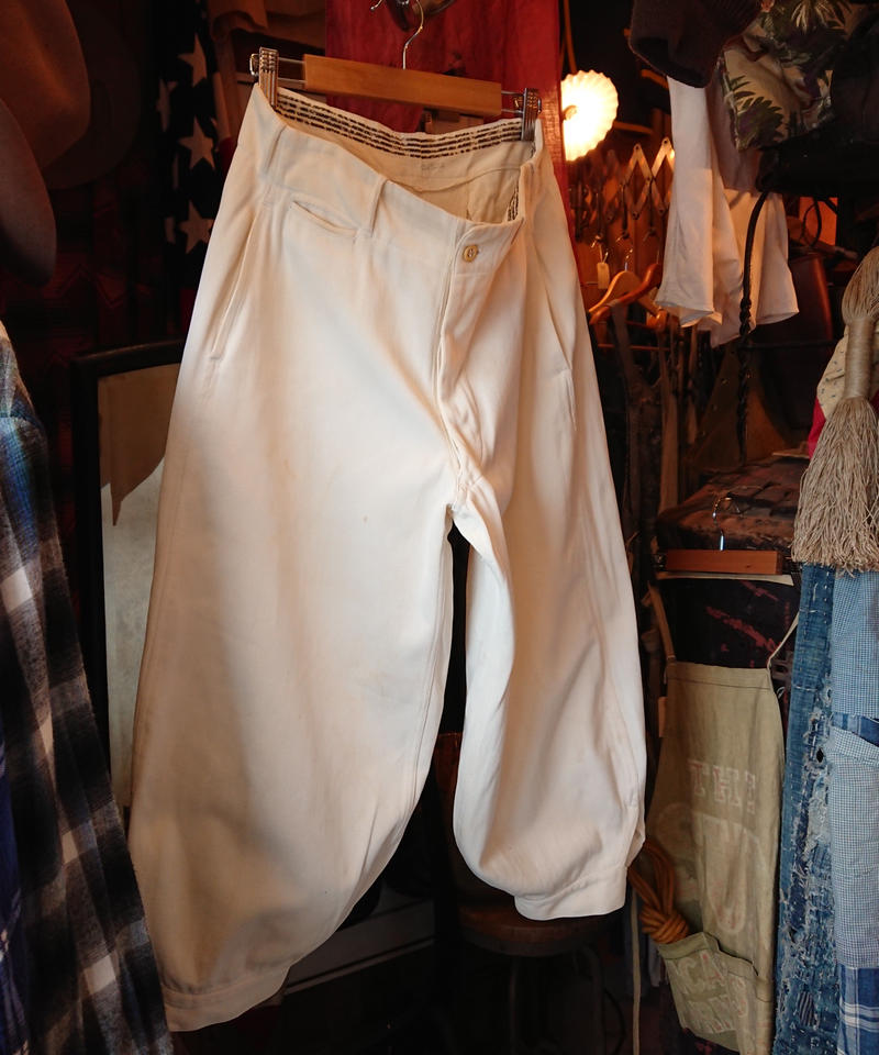 1930s~ White cotton trousers with hem squeezed.