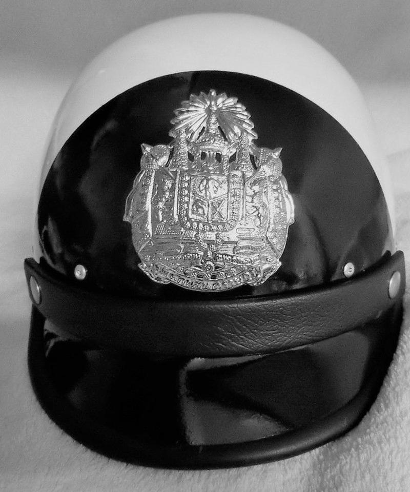 タイ警察ヘルメット 交通警察官