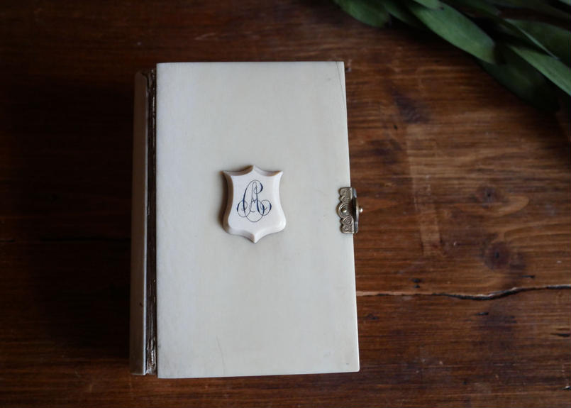 フランスアンティーク 聖書 モノグラム アイボリー