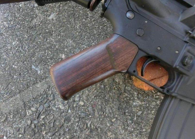 受注 マルイ M4 GBBシリーズ用 ウッドグリップ製作