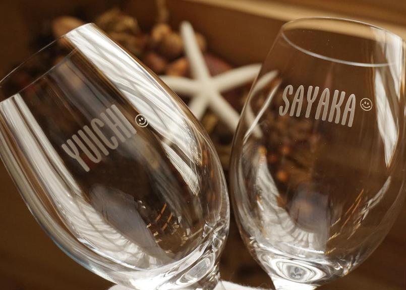 ポップな名入れワイングラス