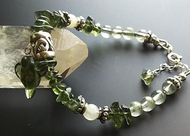 r-296 モルダバイトの天使&ヒマラヤ緑泥石&アゼツライトのシルバー925ブレスレット