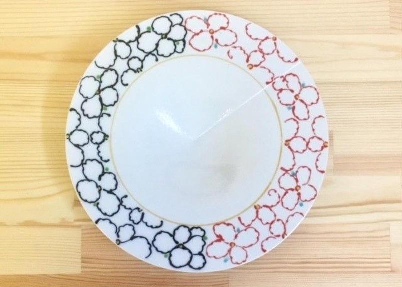 赤黒墨はじきパンジー円錐7.5寸皿(一部絵柄外し)