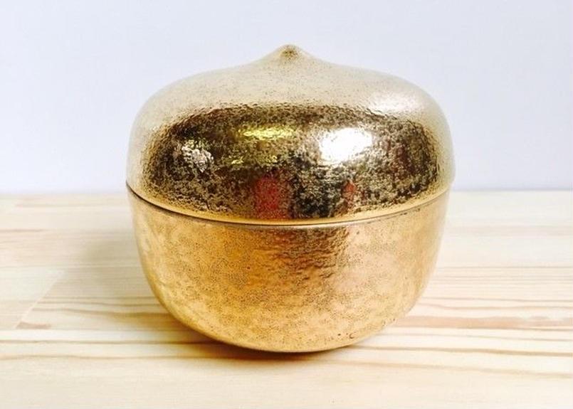 金塗り栗型蓋物