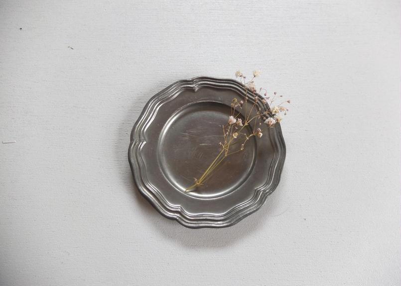 ピューター製の花リム小皿(C)