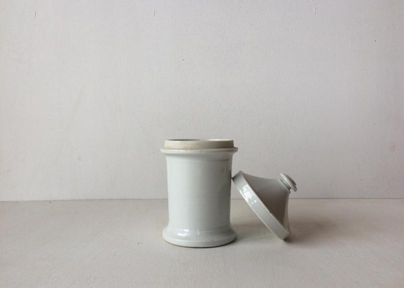 日本製 医療用白釉薬磁器ポット