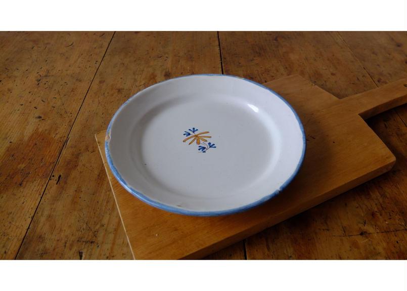 Cul Noir Decorative Plate (Moustiers)