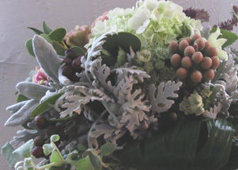 花や緑の吐息が聞こえてきそうなブーケ(花束)