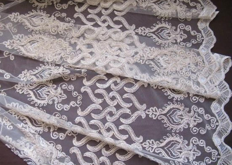 アラベスク・刺繍カーテン生地「オリエンタルホワイト+ゴールド」280× 155cm