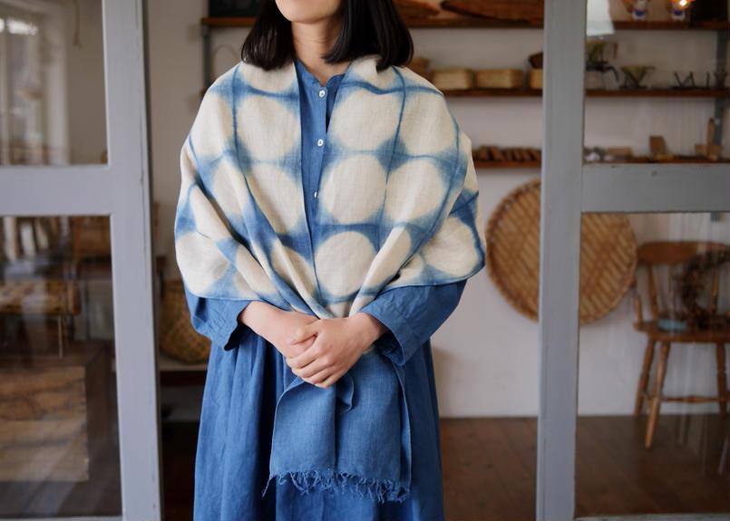 エシカルヘンプ手織りストール 正藍板締め絞り染め ドット柄 47cm幅