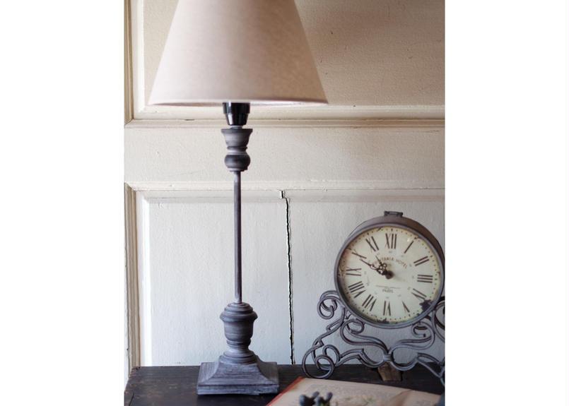シックなアンティーク調テーブルランプ
