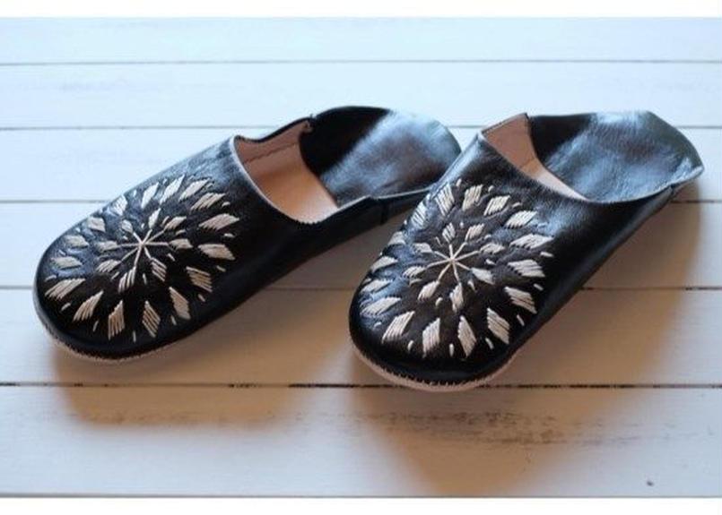 モロッコバブーシュ黒×ベージュ刺繍