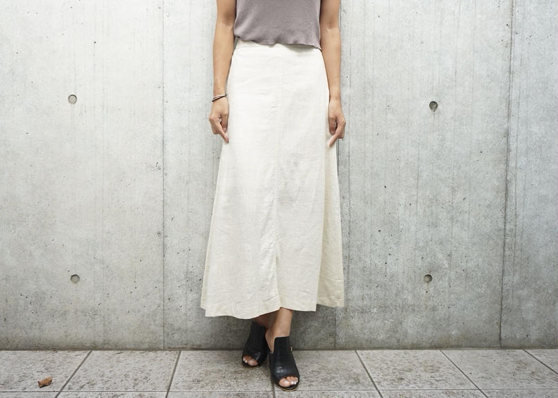 BACK SLIT LINEN SKIRT