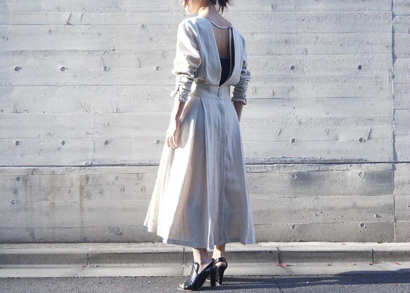 LINEN BACK OPEN ONEPIECE GOWN